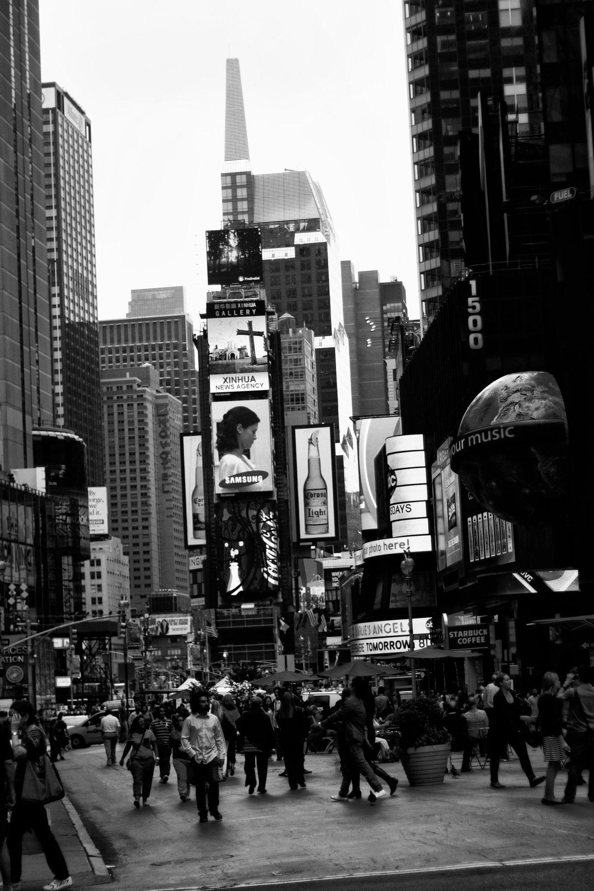 Постеры черно белое фото городская жизнь