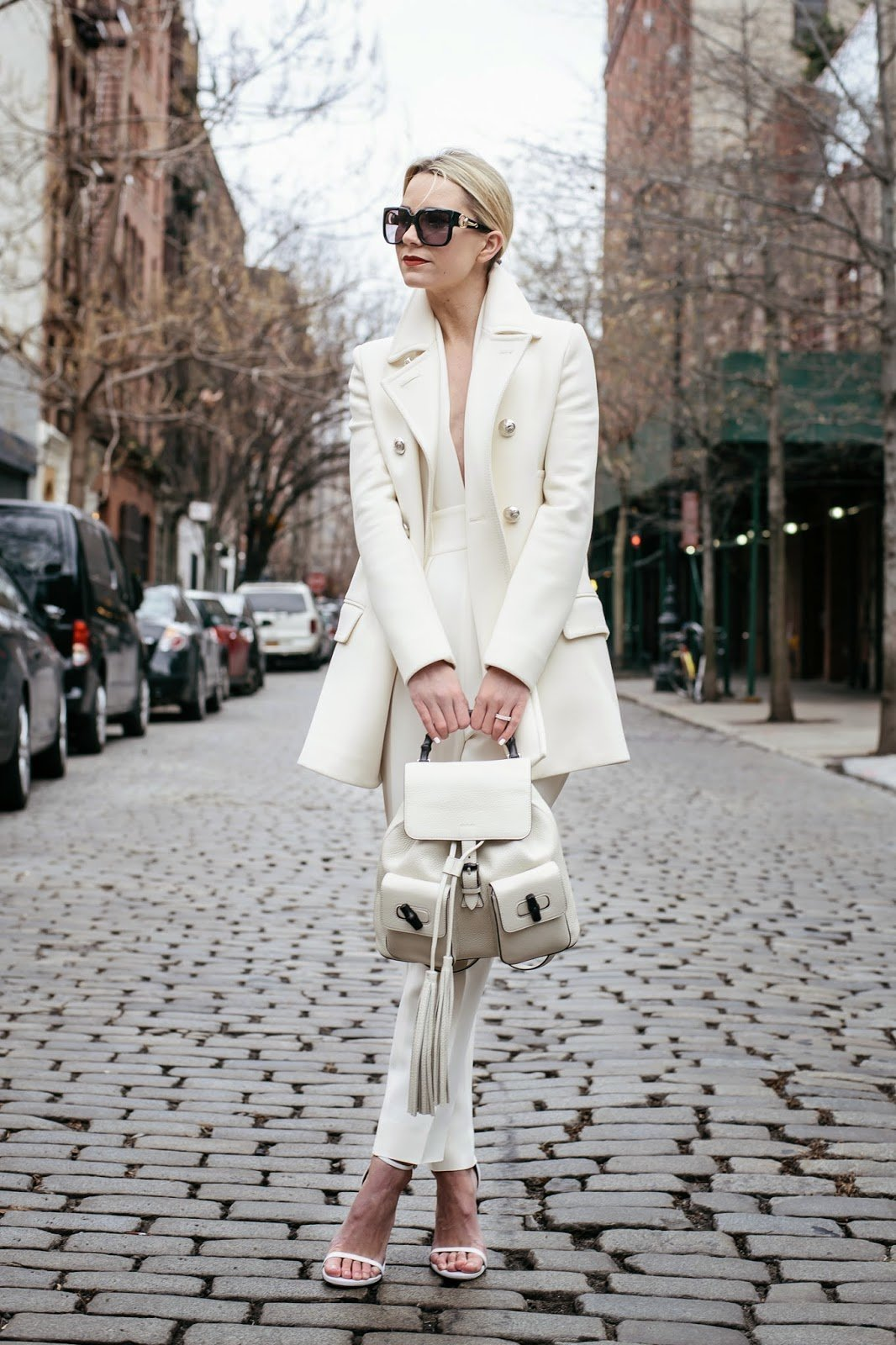 белый рюкзак с чем носить фото высокопоставленной чиновницы соорудили