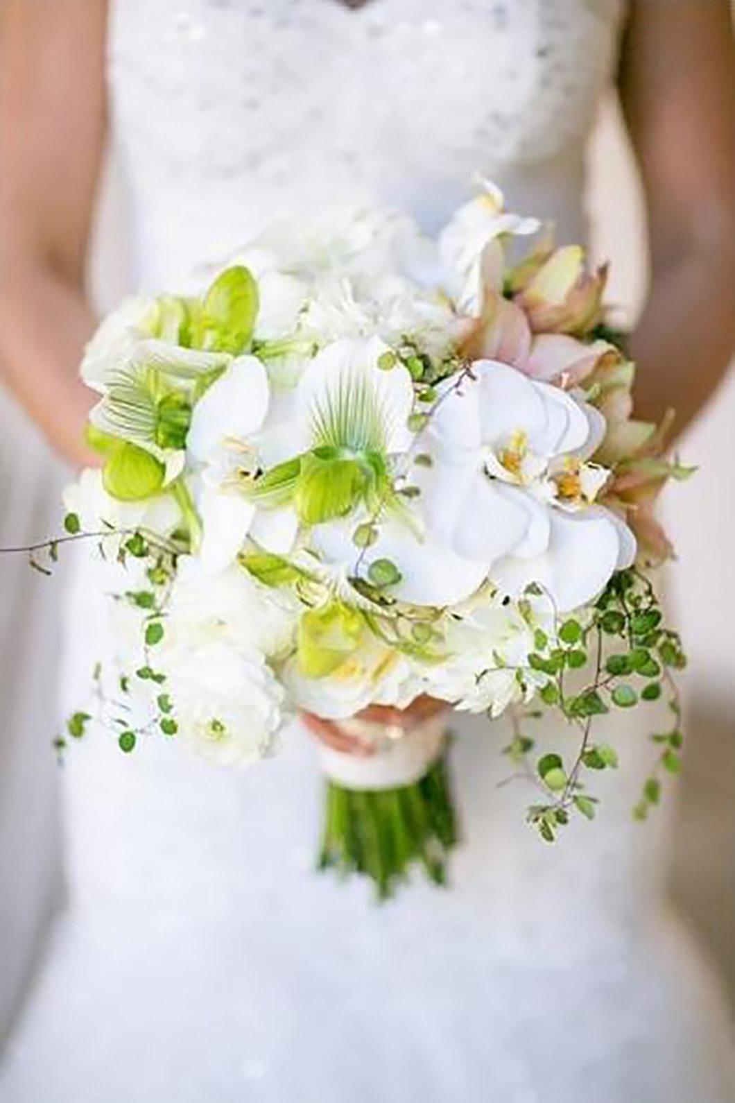 Маленькие свадебные букеты из зеленой орхидеи