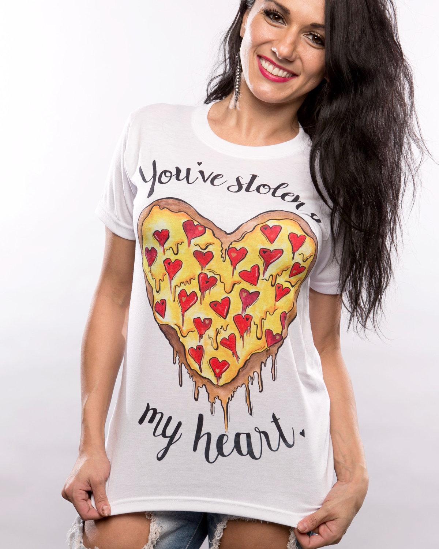 Картинки девушки в футболках прикольные