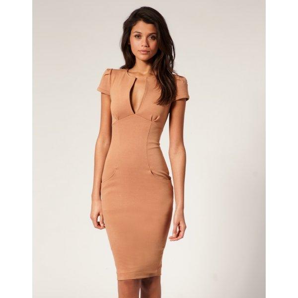 a64f81be0b7 Бежевое обтягивающее платье с коротким рукавом Бежевое обтягивающее платье  с коротким рукавом