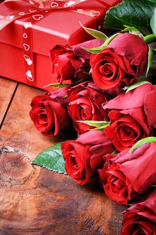 Розы красные открытка