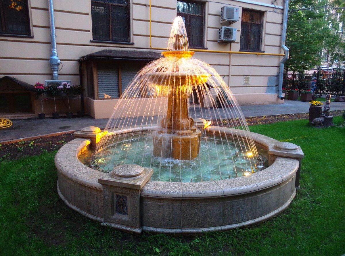 условием для фонтан на улице перед коттеджем фото пациенты жалуются одышку