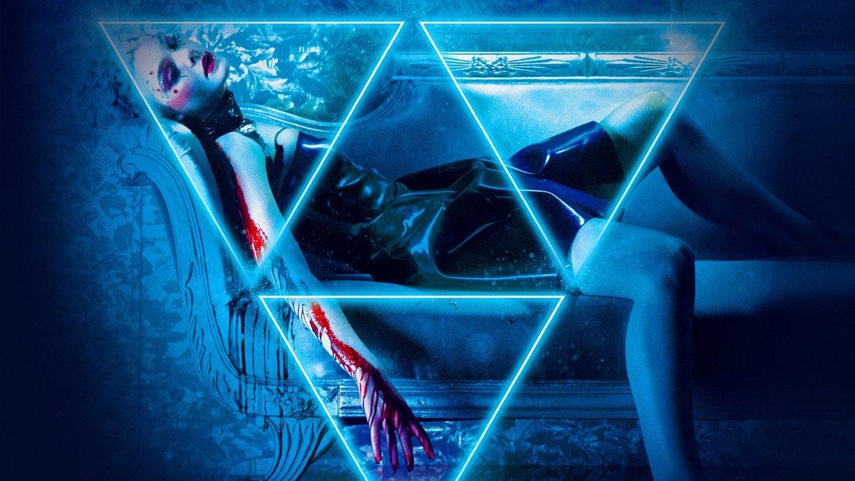 Девушка и треугольник картинка