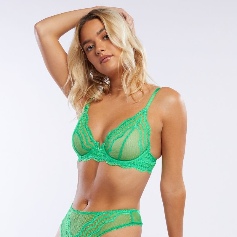 blondinka-v-zelenom-bele-zrelih