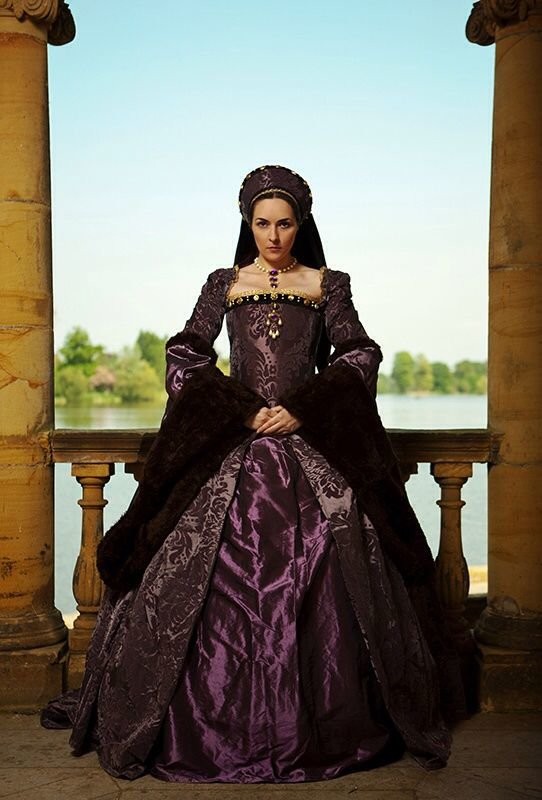 радуют фото портреты цариц в дорогих корсетах таких мест