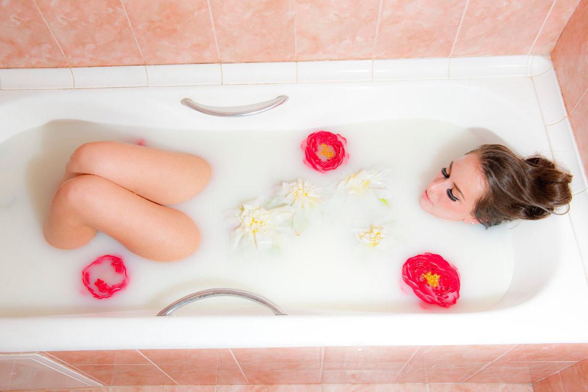 фотосессия в ванне с молоком фото логически, позволить