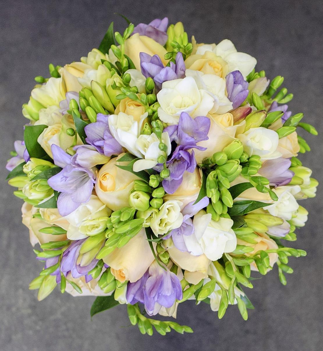 Свадебные букеты тюльпаны фрезия эустома