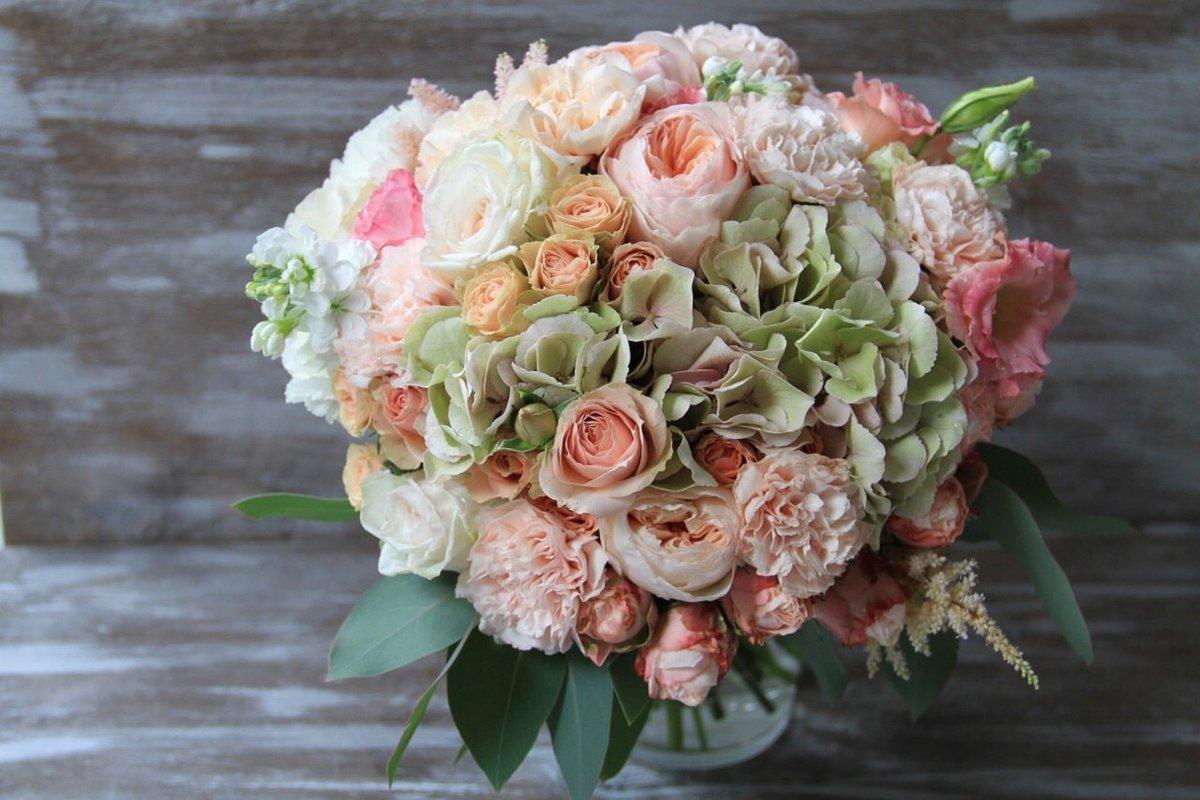Роскошный свадебный букет из пионовидных роз спб, цветов заказ