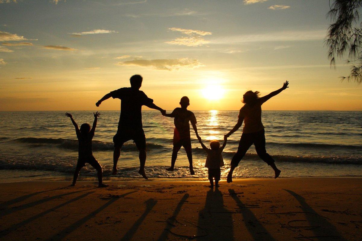 Месяцев, семья на море картинки со спины