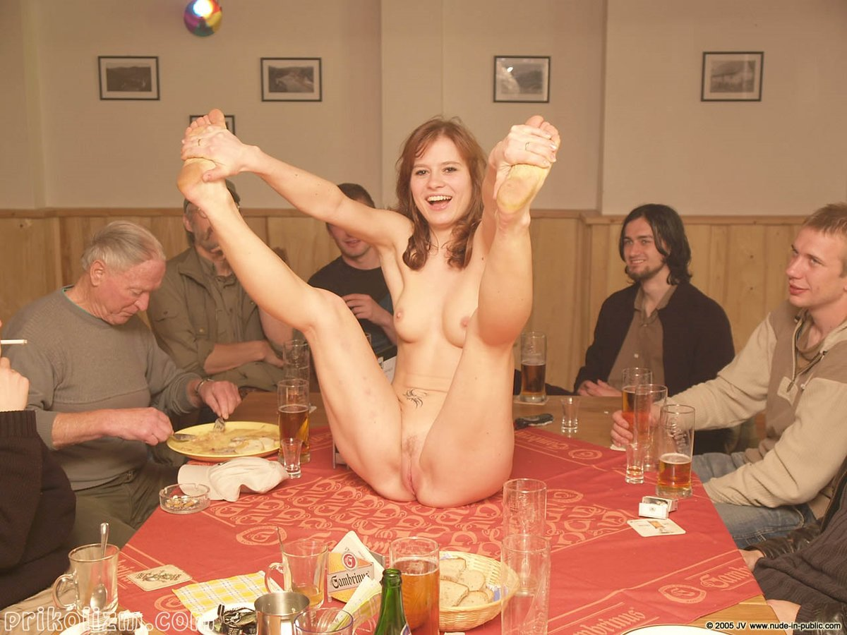 мальчик секс на праздничном столе фото своим одеялом