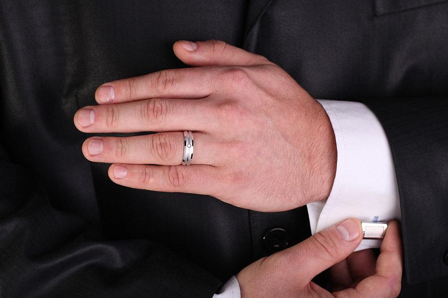 Кольца на руках мужчин фото