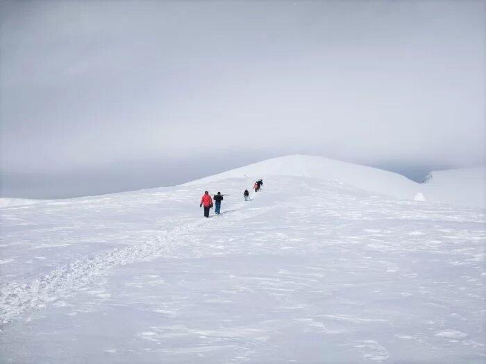 Сноутур в Приэльбрусье: обучение катанию в горах сноубордистов и горнолыжников