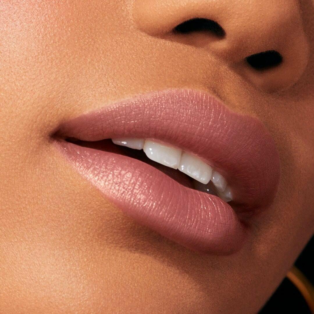 Увеличение объема губ без уколов