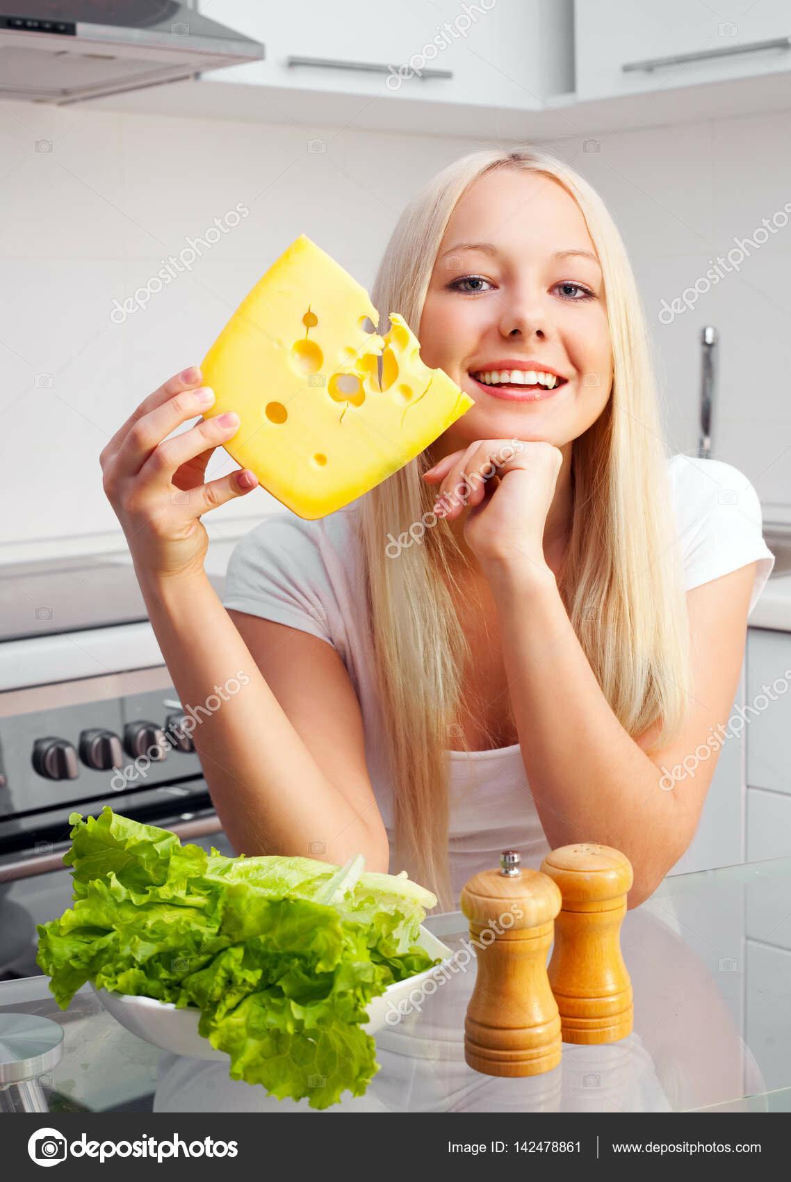 омолаживающая маска из сыра