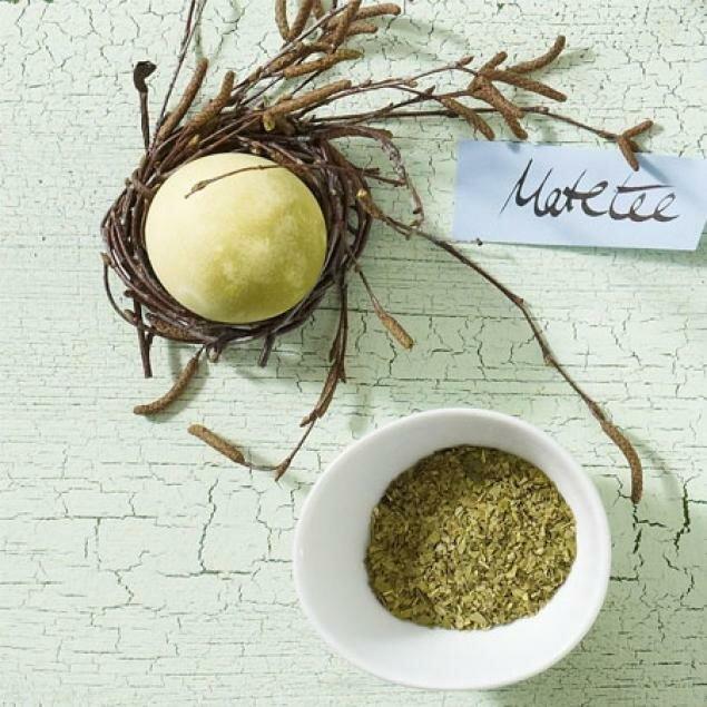 окраска яиц зеленым чаем