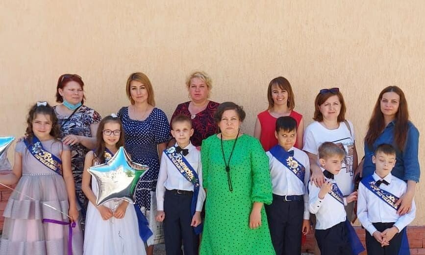Photo by ГБОУ УКШИ №28 on May 20, 2021. May be an image of 14 people, child and people standing.