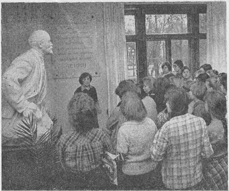 В музее Великой Октябрьской социалистической революции.