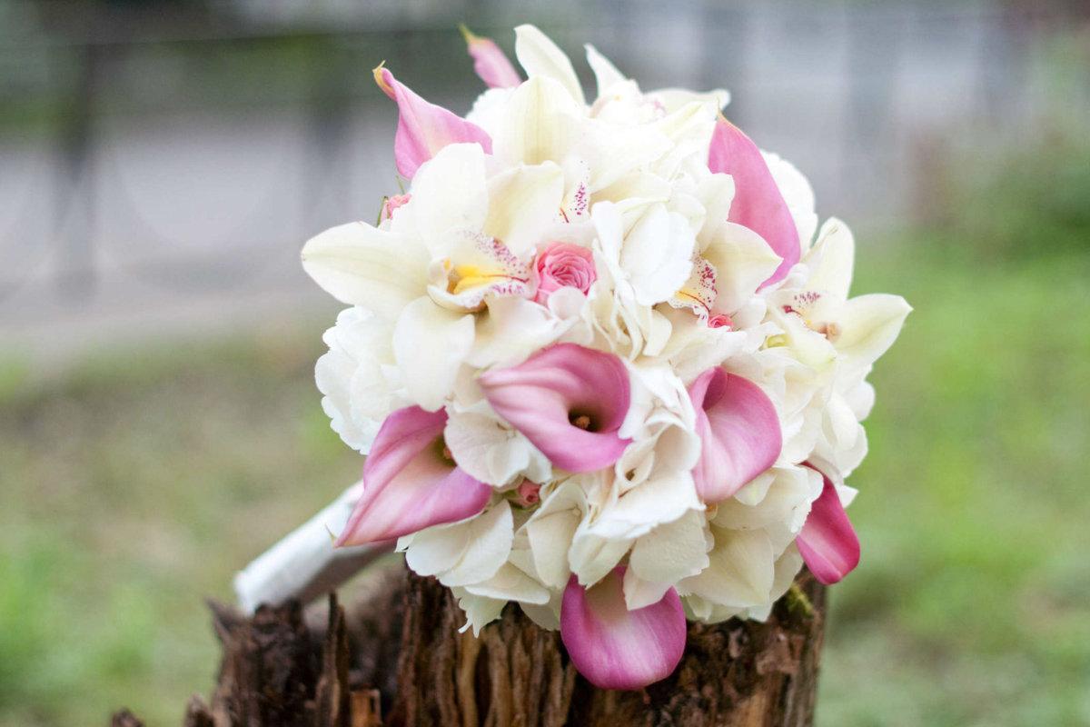Свадебный букет розовые калл и орхидей, букет чайных