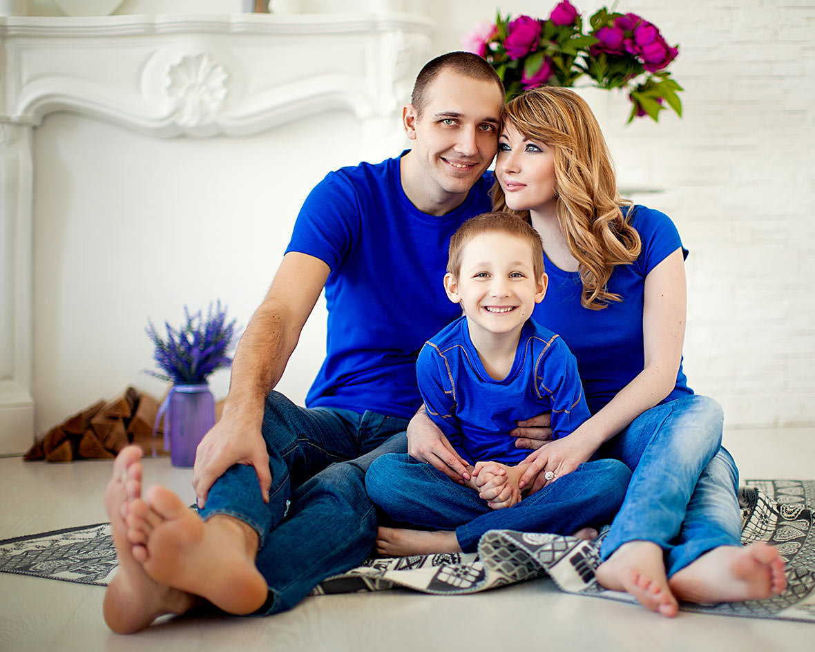 идеи для фотосессии семьи с двумя детьми клади под