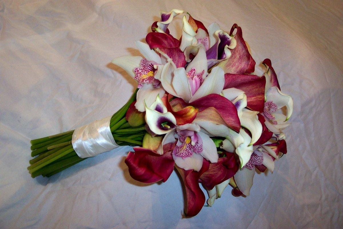 Букет свадебный орхидей калл, цветочного