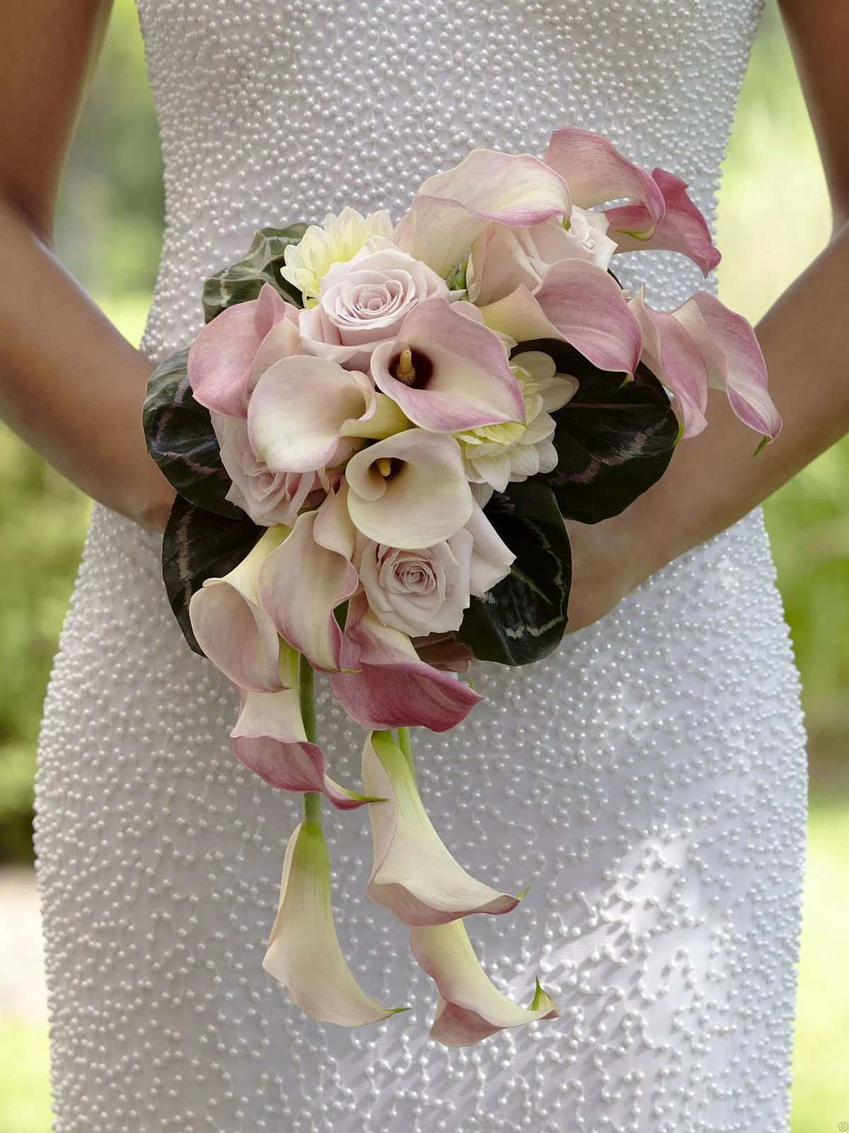 Цветов, букет невесты розовые каллы