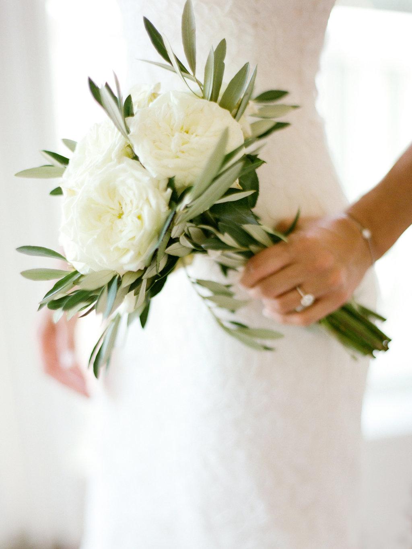 База, минималистичный букет невесты
