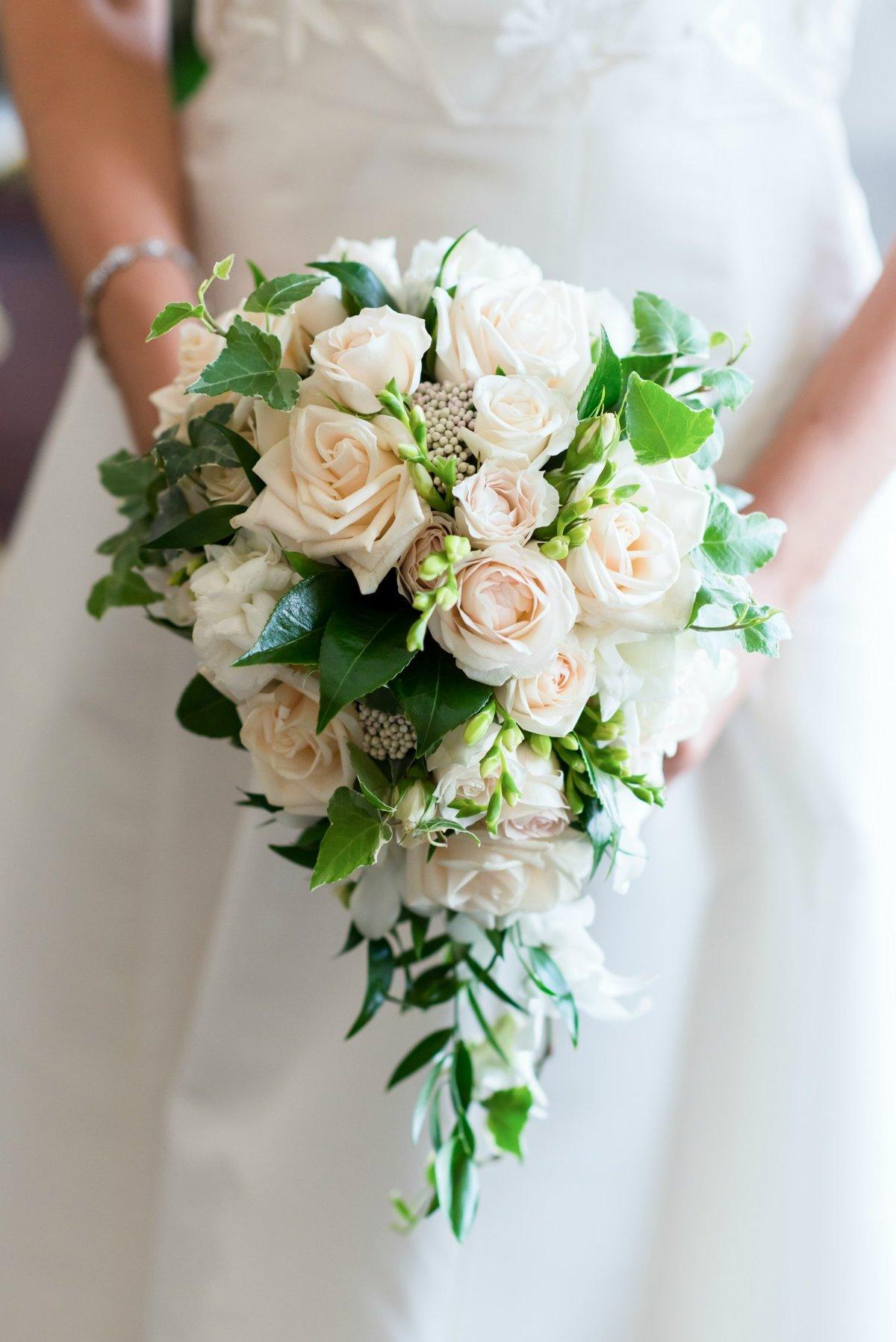 Роз, букет невесты-каскадом