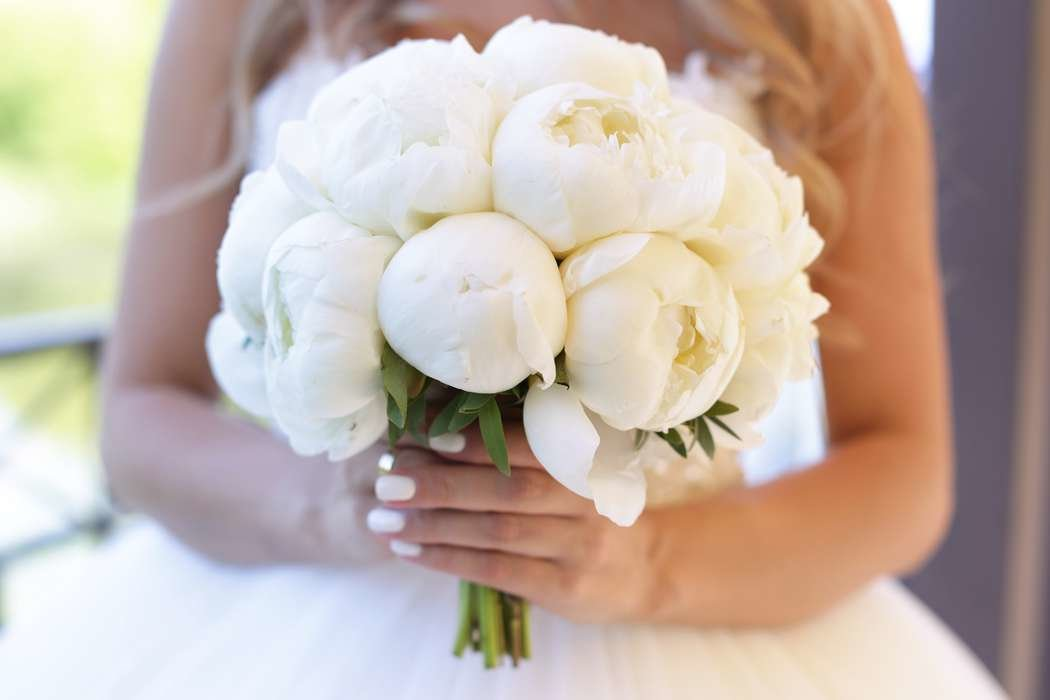 Сколько стоит свадебный букет невесты из пионов, цветы сертолово купить