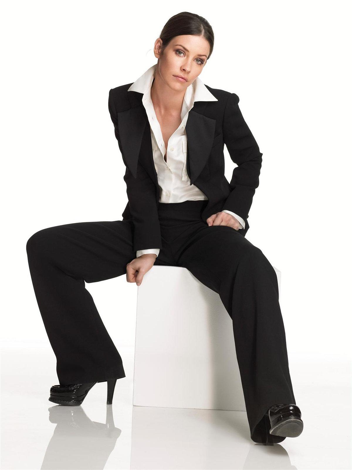 фото девушек в строгих костюмах