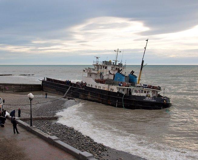 «Шквал» выброшен на берег Крыма шквалом