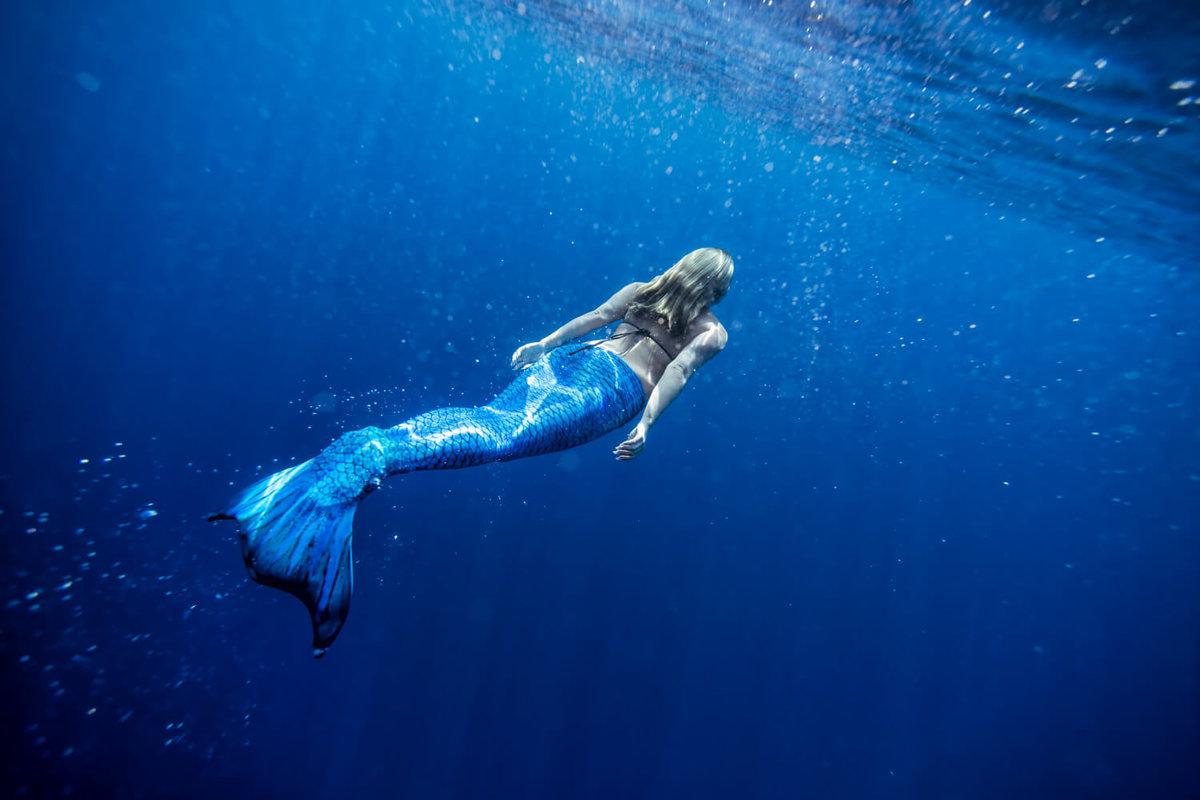 Картинки девушка под океаном