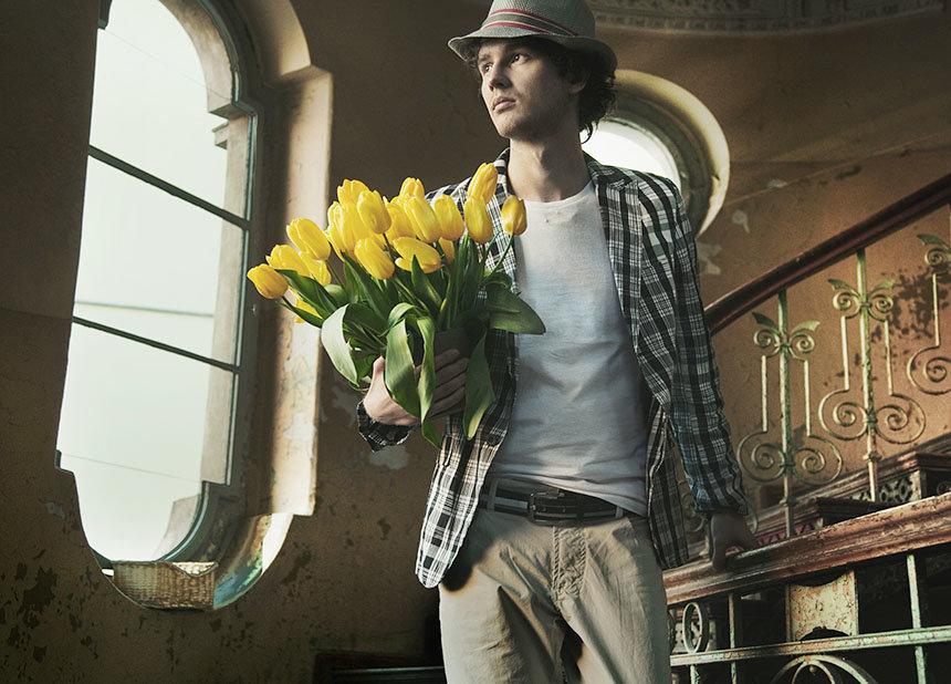Днем, картинки красивые парни с цветами
