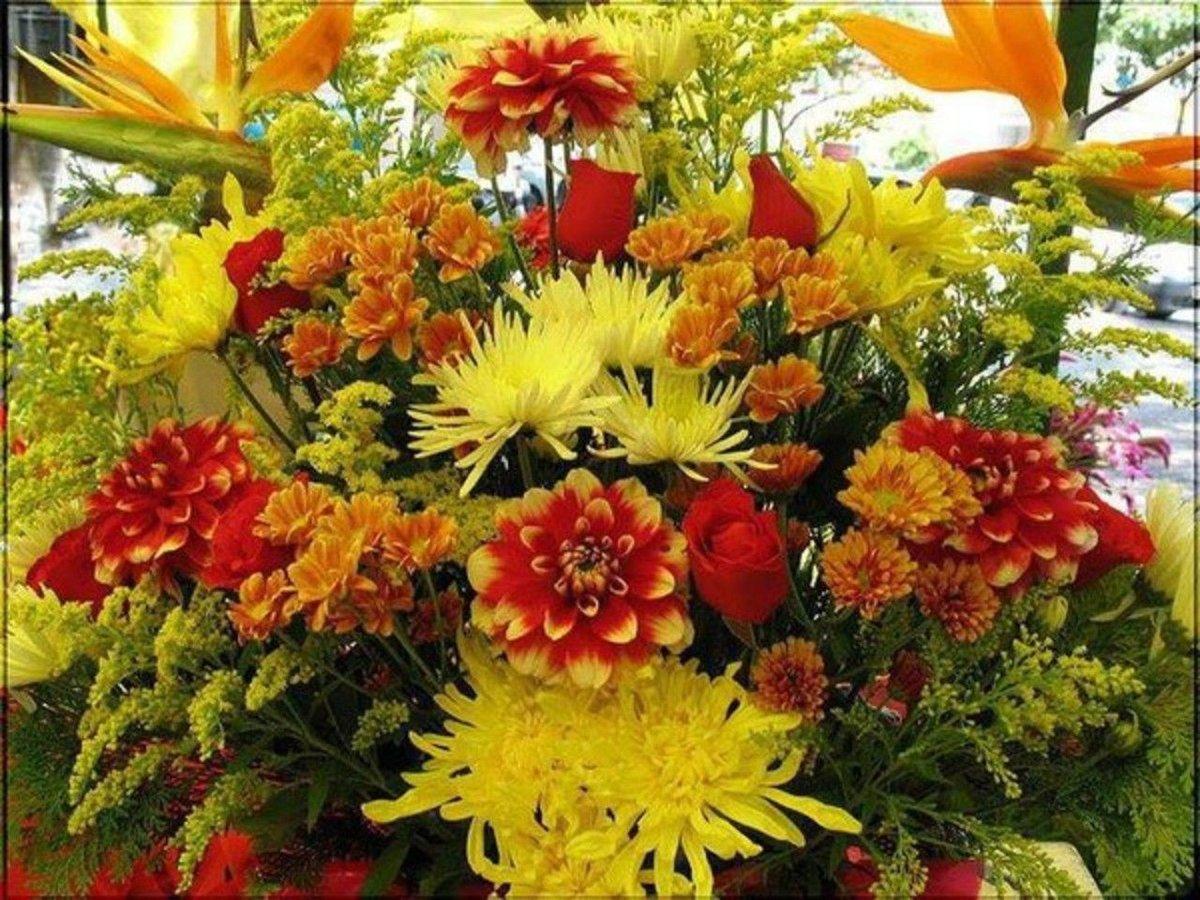 Осенний букет цветов на день рождения, бордовых