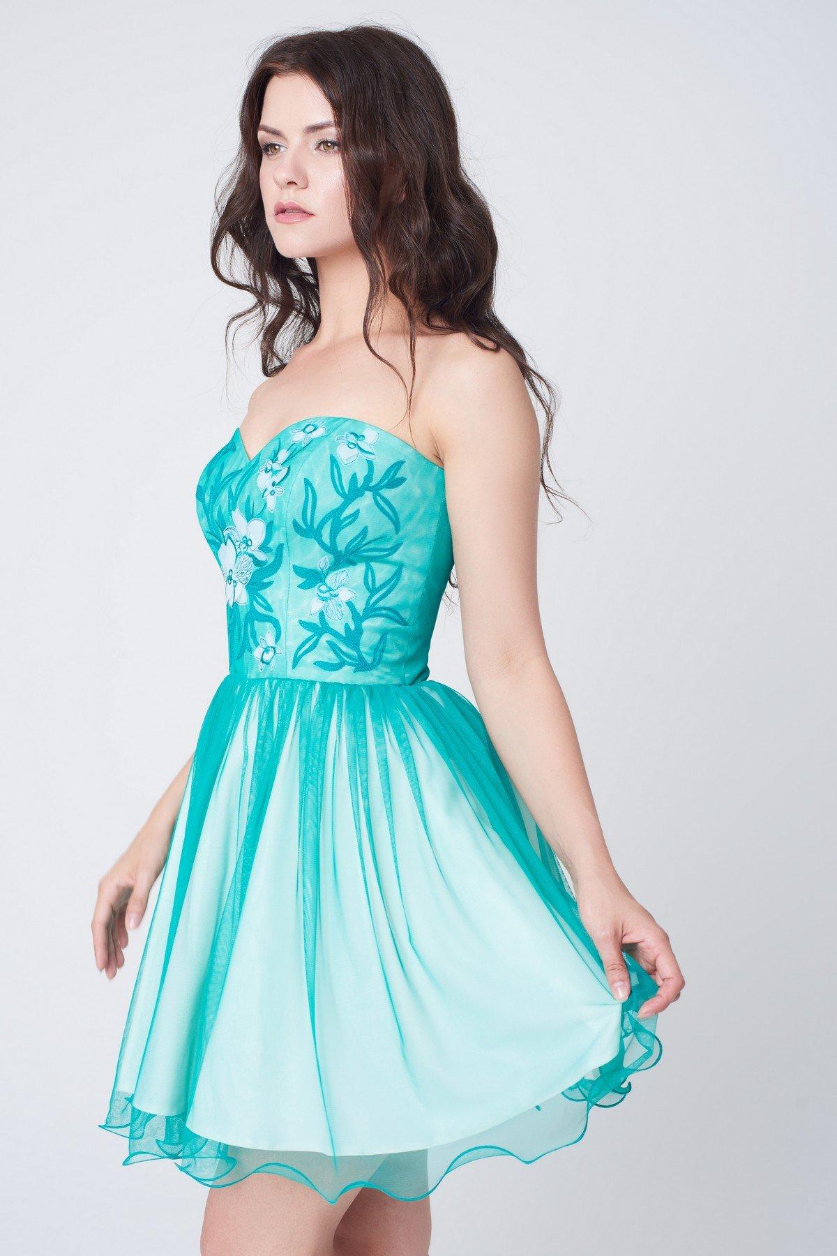 хотите платья для выпускного короткие в картинках которая поднялась гребень