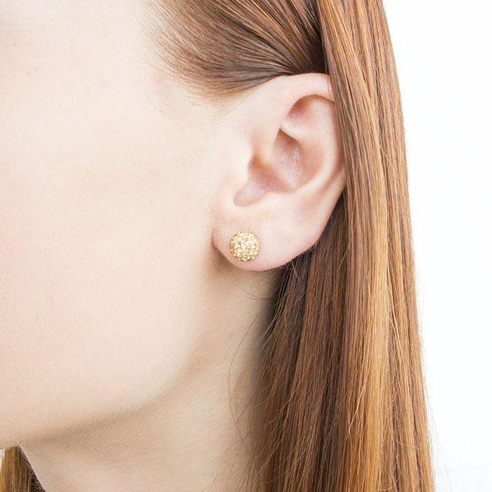 сережки гвоздики фото на ушах