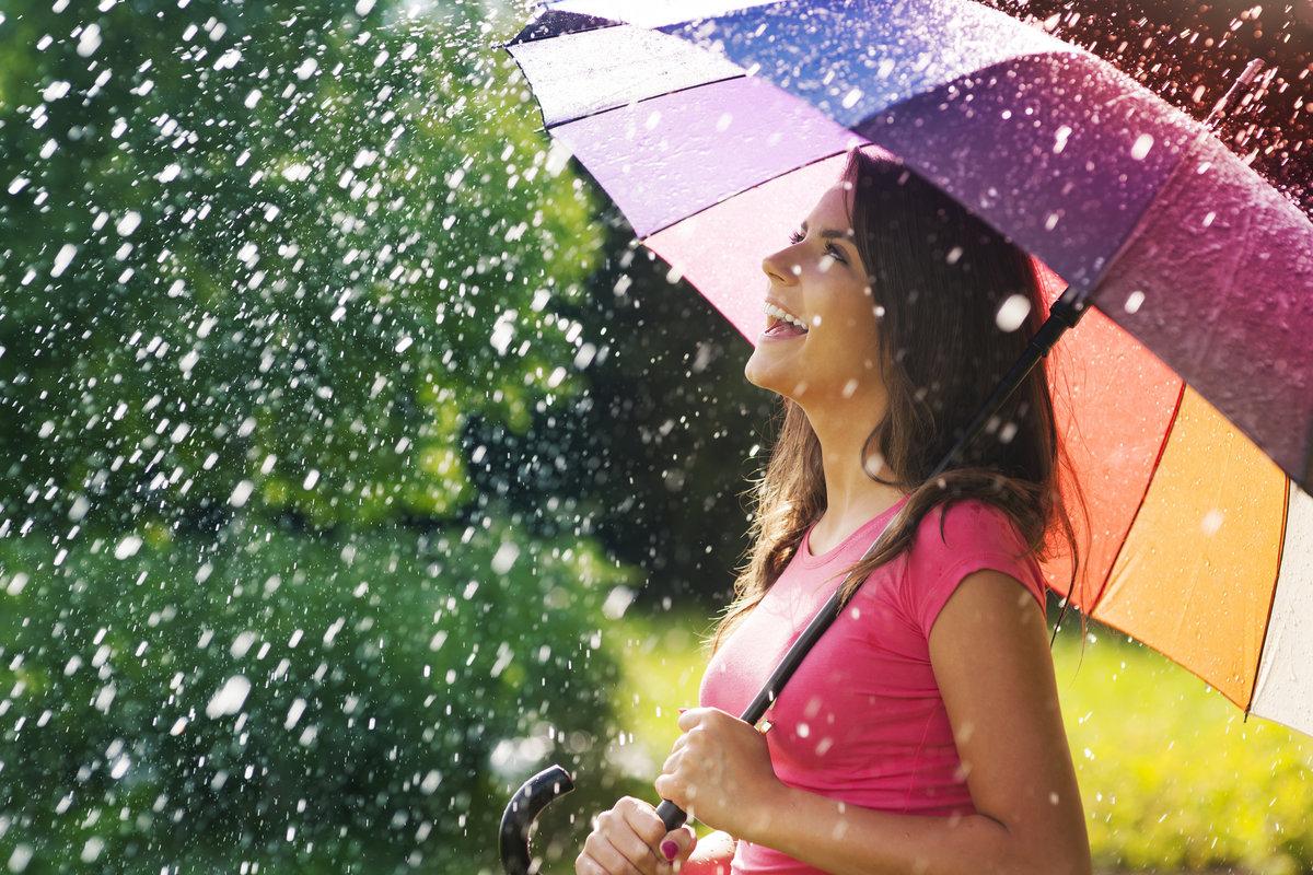 Картинки с надписями девушка под дождем