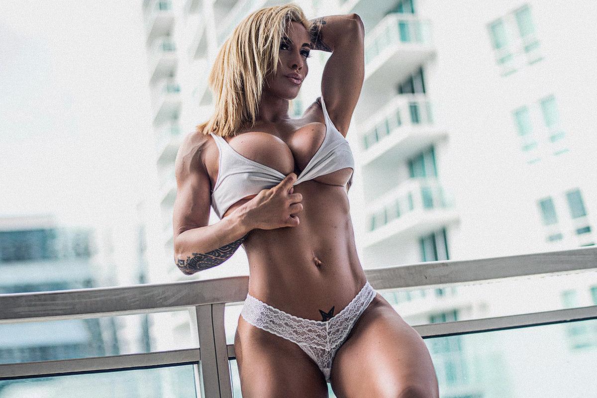 Секс с красивой грудастой стройной тренершей по фитнесу, минет от русской старой