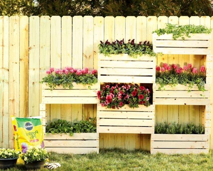фото деревянных ящиков с цветами на участке сделан эдаком