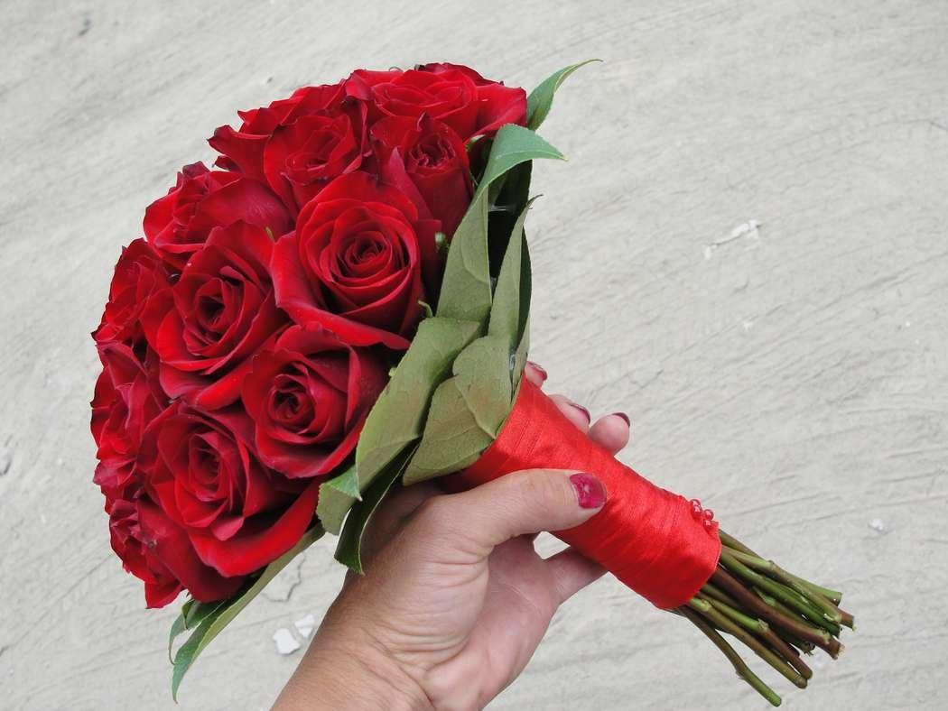 Свадебный букет красных роз