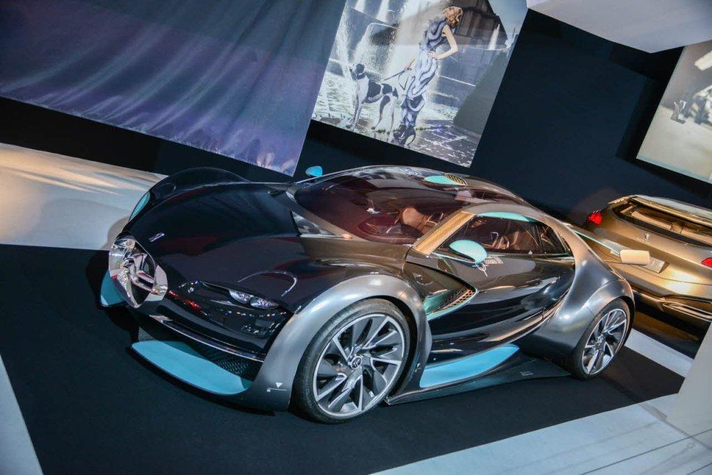 Картинки современных автомобилей на выставке