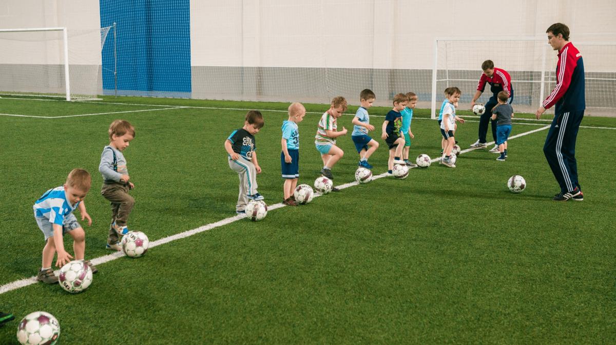 Недостаточно прочно усвоенные игровые приемы на этапе начального обучения отрицательно влияют на дальнейшую подготовку ф.