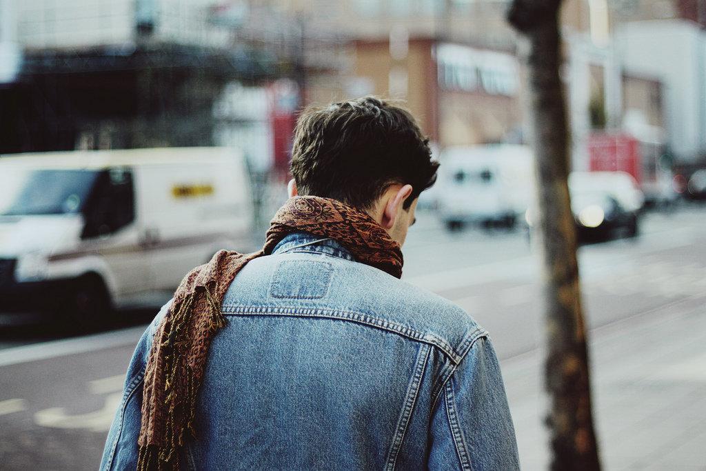мужское фото со спины ней университете