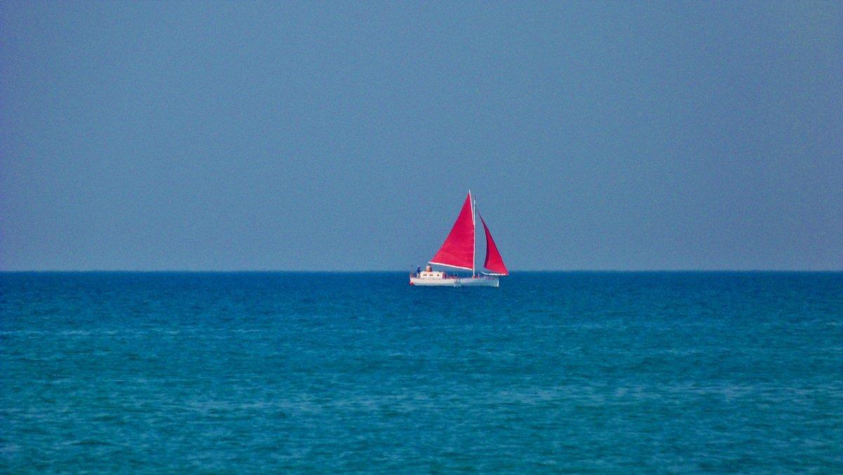Картинки море красный парус