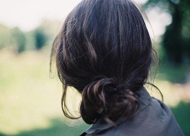 Картинка девушки со спины с короткими волосами без лица