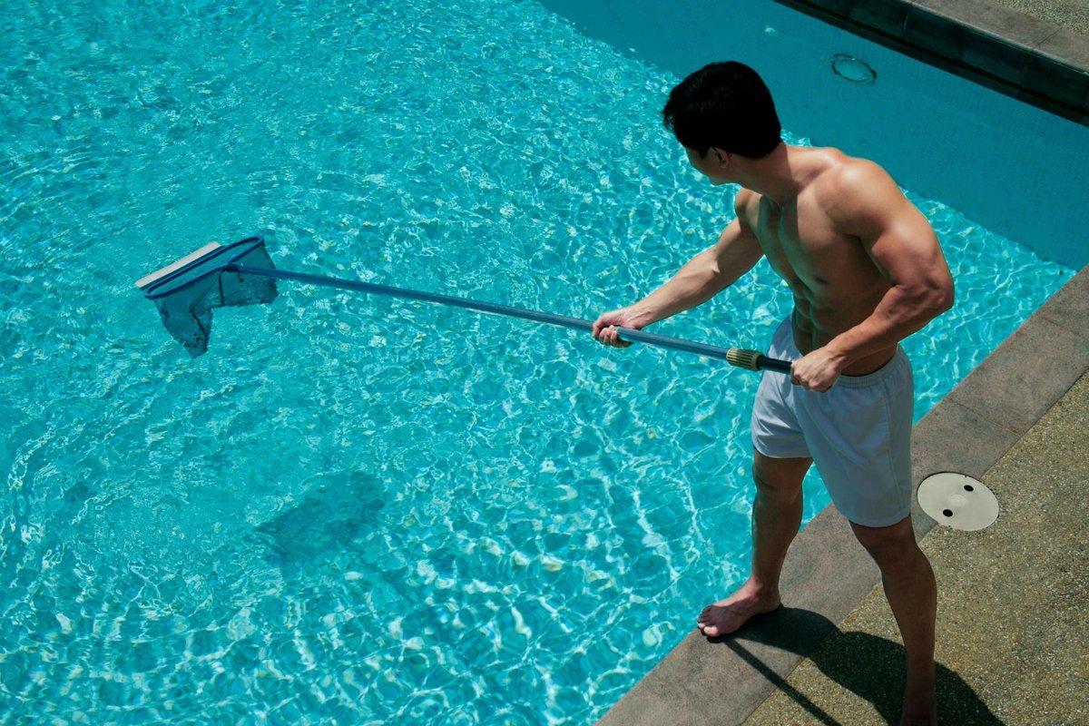 Простые фото мужчин в бассейне, Правда или фейк? Мужчины голые, женщины в купальниках 12 фотография