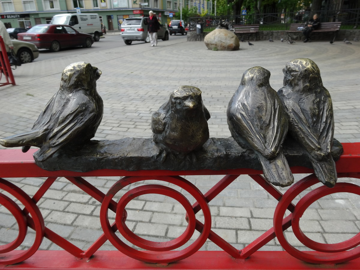 Птицы и памятники