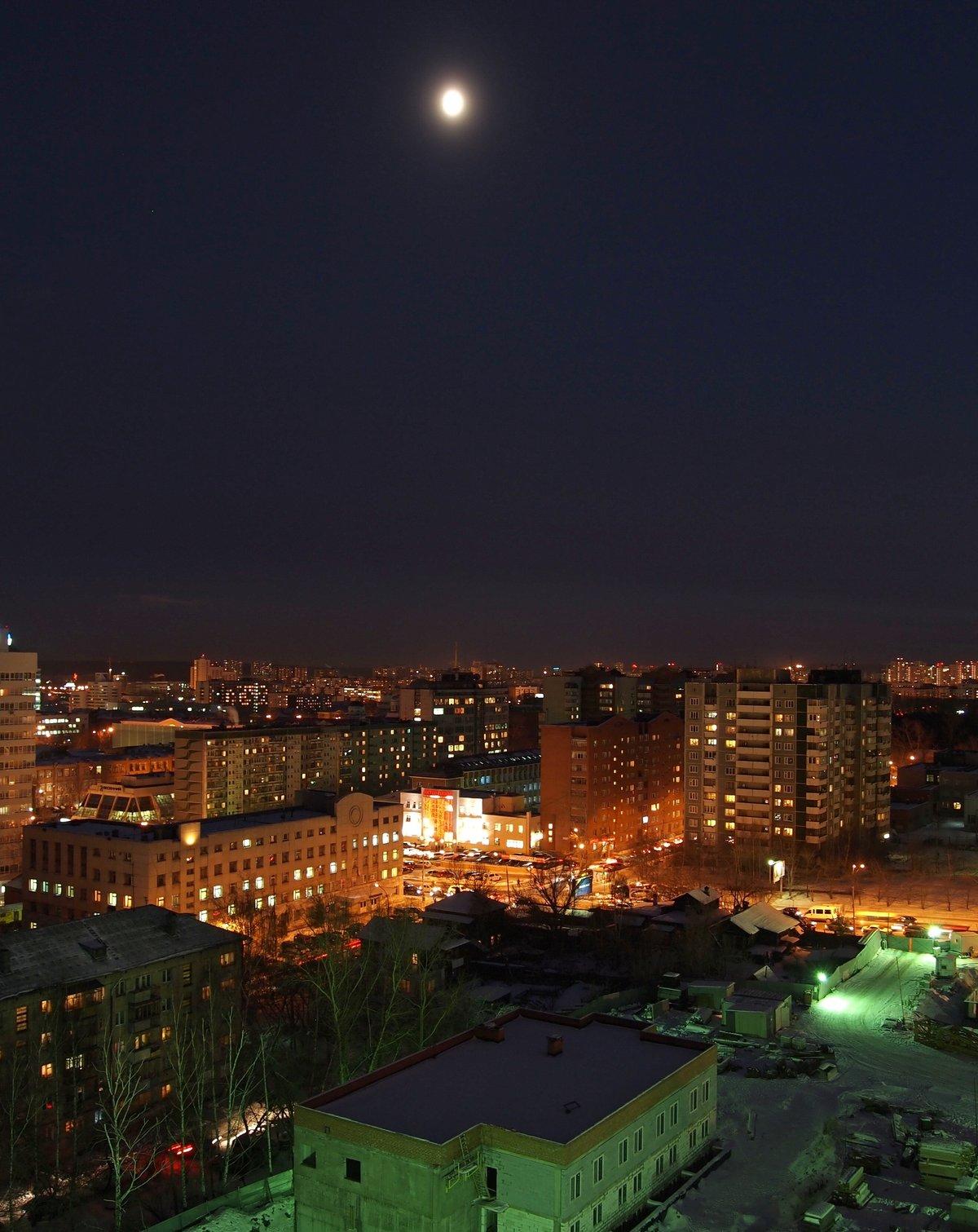 этом фото с крыши на ночной город белорусский пойменное озеро