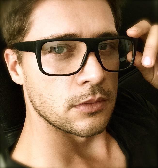 сексуальные мужчины в очках для зрения мальчики показывают