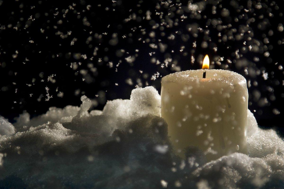 Свечи на снегу фото